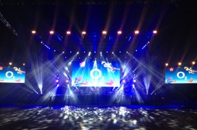 SMART_PRODUCTION_2014_O2_EVENT_Arena_plna_hvezd_02